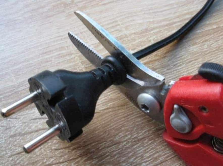 Bien couper les fils éléctriques